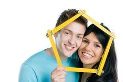 Maison rêveuse de jeunes couples Photographie stock