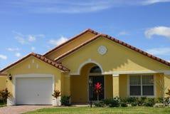 Maison rêveuse jaune Image libre de droits