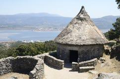 Maison reconstruite préhistorique image libre de droits