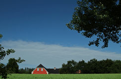 Maison rouge dans Denamrk image stock