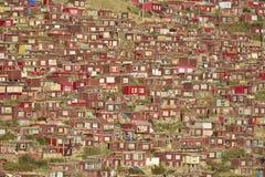 Maison rouge serrée Photos libres de droits