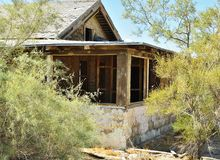 Maison ruinée dans le désert Images libres de droits