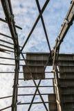 Maison ruinée de grange, toit cassé Images libres de droits