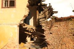 Maison ruinée de période tombant en morceaux Photographie stock libre de droits