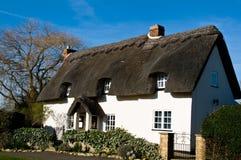Maison rurale couverte de chaume Photo libre de droits