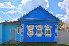 Maison rurale sur rue de Maxim Gor la ' KY dans la ville de Torzhok Photos stock
