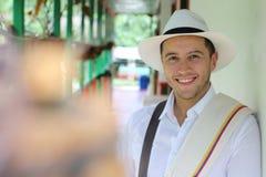 Maison se reposante d'homme sud-américain traditionnel photos stock