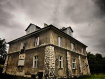 Maison sombre photo stock