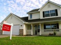 Maison suburbaine à vendre Image stock