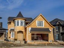 Maison suburbaine de domaine en construction Image libre de droits