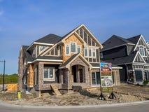 Maison suburbaine de domaine en construction Photographie stock