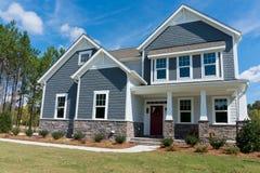 Maison suburbaine neuve Photo libre de droits