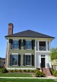 Maison suburbaine toute neuve de rêve américain de Capecod Images stock