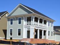 Maison suburbaine toute neuve de rêve américain de Capecod Photo stock