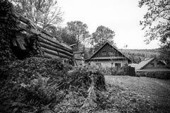 Maison tchèque typique dans un village dans beskydy images libres de droits