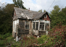 Maison terrible avec des fantômes pour des histoires d'horreur Presque détruit Image stock