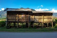 Maison thaïlandaise d'échasse au Vietnam Image stock