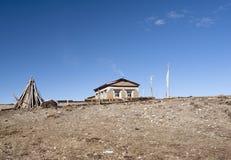 Maison tibétaine traditionnelle avec le chemin Photographie stock libre de droits