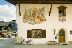Maison traditionnelle dans Garmich Partenkirchen Photos stock
