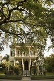 Maison traditionnelle de la Nouvelle-Orléans dans le district s de jardin Photo libre de droits