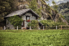 Maison traditionnelle de montagne photo stock