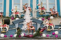 Maison traditionnelle de Strasbourg avec des décorations de Noël images libres de droits