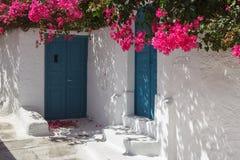 Maison traditionnelle de style de Cyclades dans le village de Mesaria Images stock