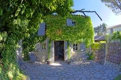 Maison traditionnelle en Provence photos stock