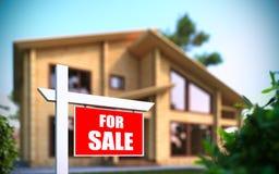 Maison à vendre le signe devant la nouvelle maison Photographie stock libre de droits
