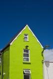 Maison verte dans Galway photo libre de droits