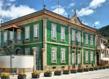 Maison verte en Vila Nova de Cerveira Photos stock