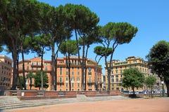 Maisons à plusiers étages à Rome Photos stock