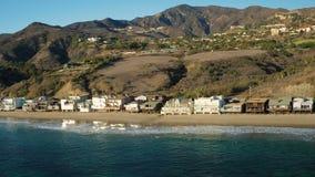 Maisons aériennes de littoral de Malibu banque de vidéos