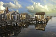 Maisons au-dessus de l'eau dans Nantucket au coucher du soleil, le Massachusetts Photographie stock