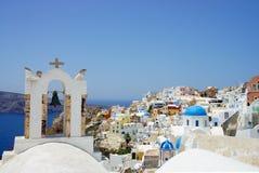 Maisons blanches étonnantes de Santorini Photographie stock libre de droits