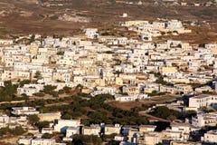 Maisons blanches dans un village grec sur l'île 01 de Milos Photo stock