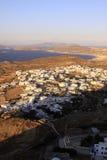 Maisons blanches dans un village grec sur l'île 02 de Milos Images stock