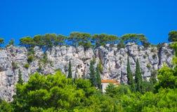 Maisons cachées en Croatie images stock