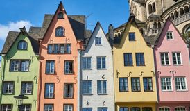 Maisons colorées à Cologne, Allemagne photo stock