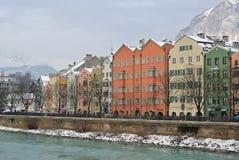 Maisons colorées à la rive d'auberge Image stock