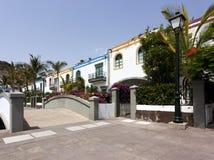 Maisons colorées chez Puerto de Mogan, Gran Canaria image libre de droits