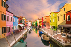 Maisons colorées dans Burano photo stock