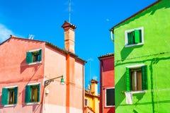 Maisons colorées dans Burano, Venise, Italie Images stock