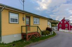 Maisons colorées dans la trinité, Terre-Neuve photographie stock