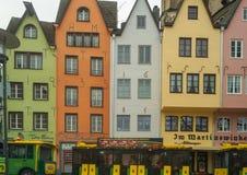 Maisons colorées dans la vieille ville Cologne photo stock