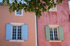 Maisons colorées dans le Roussillon Images libres de droits