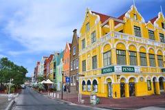 Maisons colorées de bord de mer dans Willemstad, Curaçao Centre de l'UNESCO images libres de droits