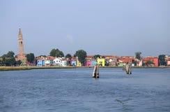 maisons colorées en île de Burano près de Venise en Italie photo stock