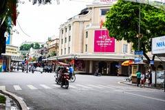 Maisons colorées et belles étroites typiques dans la rue de Hanoï L'ha de NOI est le capital et la deuxième plus grand ville au V image libre de droits