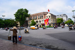 Maisons colorées et belles étroites typiques dans la rue de Hanoï L'ha de NOI est le capital et la deuxième plus grand ville au V photographie stock libre de droits
